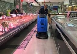上海华联与优尼斯达成合作,手推式全自动洗地机运用于超市保洁工作