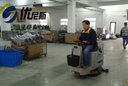 驾驶式洗地机,手推式洗地机的优势和适用范围