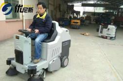 工厂面积过大不用愁,优尼斯驾驶式洗地机清洁有新招