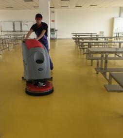 餐饮公司必不可少的清洁神奇-优尼斯洗地机