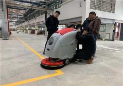 沈阳驾驶式洗地机多少钱合适?该如何选择?