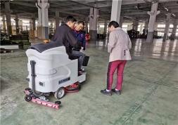 优尼斯驾驶式洗地机,高铁、地铁、车站等场所地面清洗解决方案