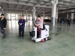 买了驾驶式洗地机不仅要会用,还得会保养与维护