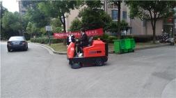 苏州常熟小区用驾驶式扫地机清扫垃圾节约成本