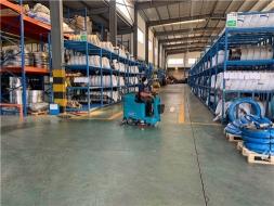 仓库用驾驶式洗地机,清洁小助手已上线