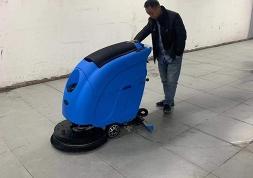 优尼斯洗地机刷盘的安装和拆卸