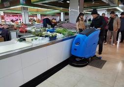 洗地机是新型农贸市场环境清洁卫生的得力帮手