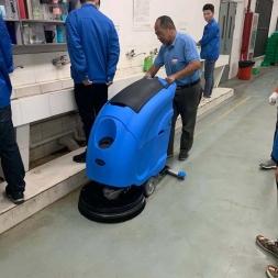 洗地机是工厂车间地面清洁的好帮手